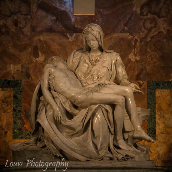 """<a target=""""NEWWIN"""" href=""""http://en.wikipedia.org/wiki/Michelangelo%27s_Piet%C3%A0"""">Michelangelo's Pieta</a>, <a target=""""NEWWIN"""" href=""""http://en.wikipedia.org/wiki/St_Peters_Basilica"""">St. Peter's Basilica</a>, Vatican City"""