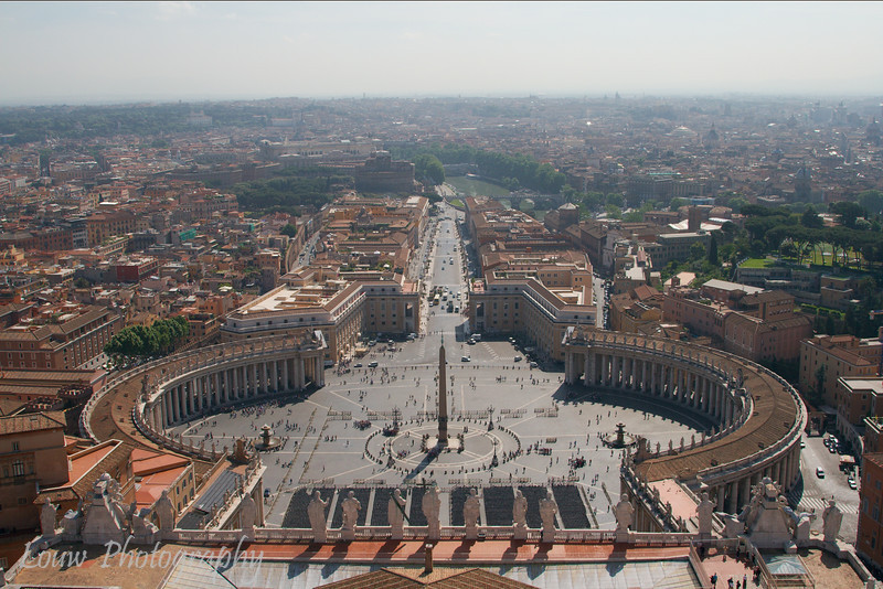 "<a target=""NEWWIN"" href=""http://en.wikipedia.org/wiki/St_Peters_Square"">St. Peter's Square</a>, Vatican City"