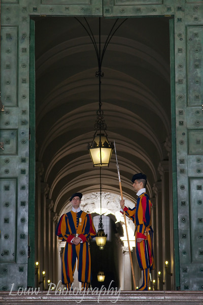 "<a target=""NEWWIN"" href=""http://en.wikipedia.org/wiki/Swiss_Guard"">Swiss Guards</a>, Vatican City"