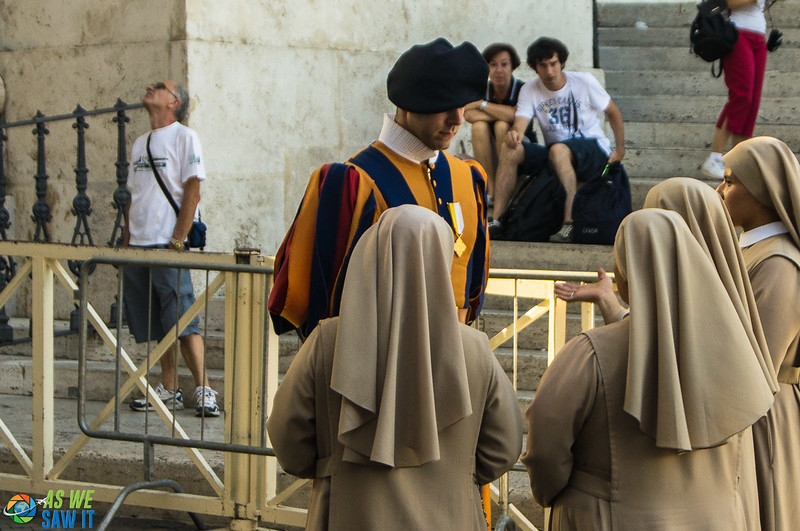 Swiss Guard talking to 4 nuns