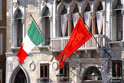 flags of italia and venezia