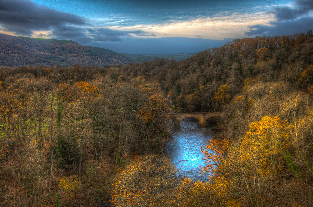 Overlooking view of Pontcysyllte Aqueduct and River Dee in Wales