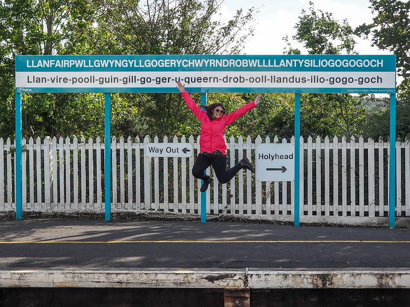 Llanfairpwllgwyngyllgogerychwyrndrobwllllantysiliogogogoch train station