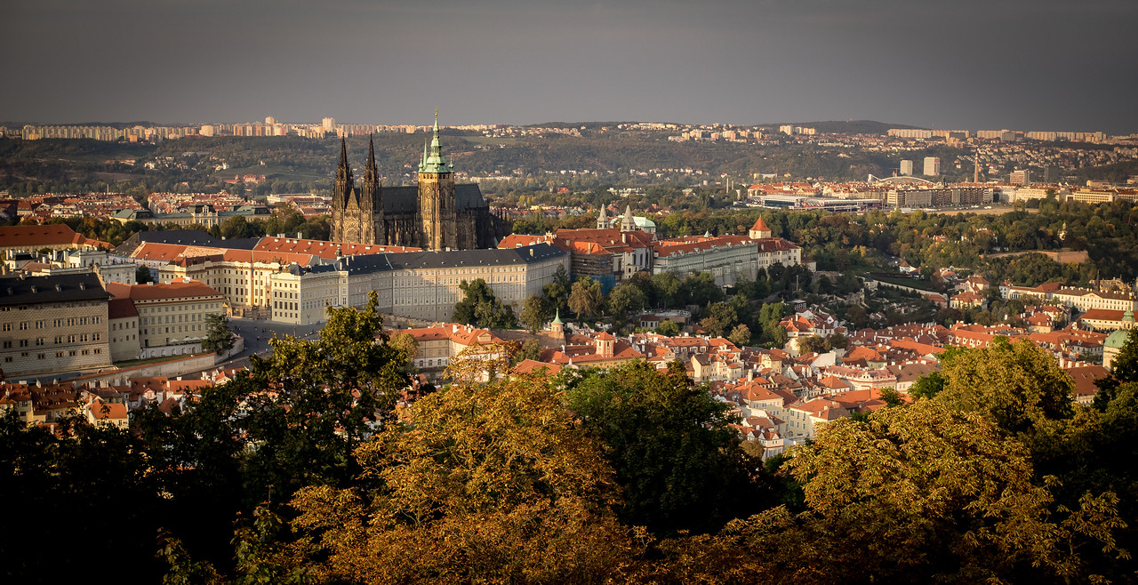 The Royal Palace and St. Vitus Church, with Mala Strana below, Prague (Praha), Czech Republic