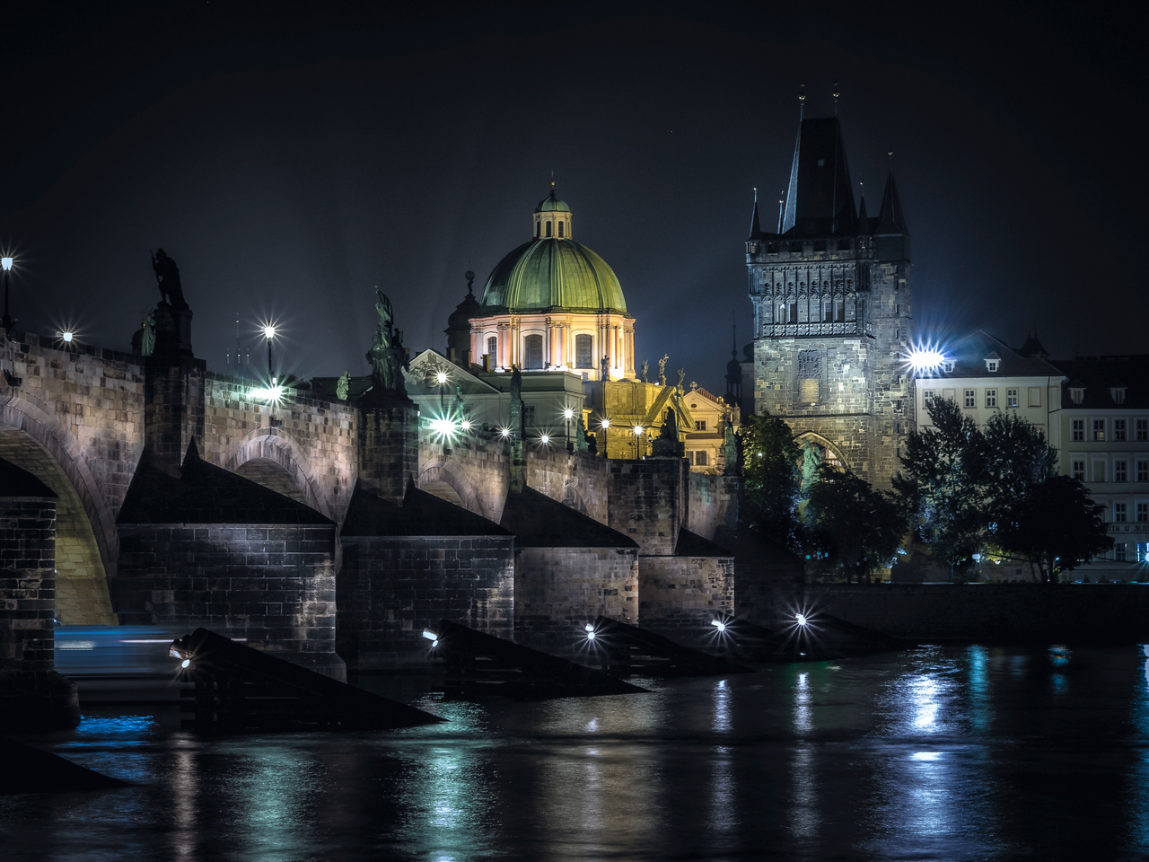 Charles Bridge at night, Prague (Praha), Czech Republic