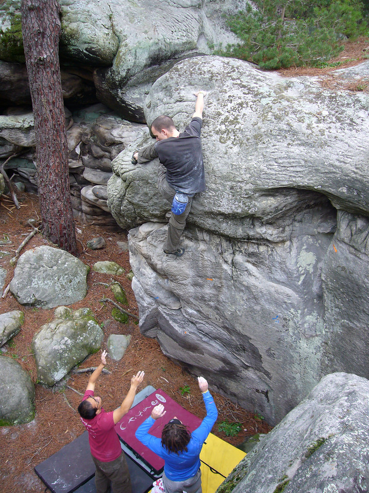 Moritz gets the top holds but makes the mistake of looking down, never look down!