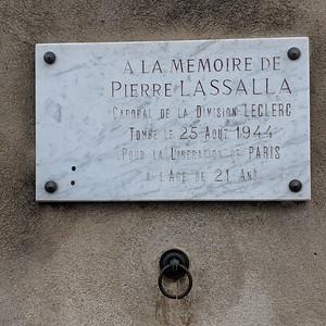 Memorial to resistance fighter near Les Invalides, Paris