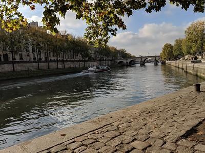 Walking the path along the Seine, Paris