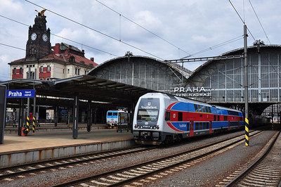 The modern corproate image of Czech Railways seen at Praha hl.n. (04.07.2013)