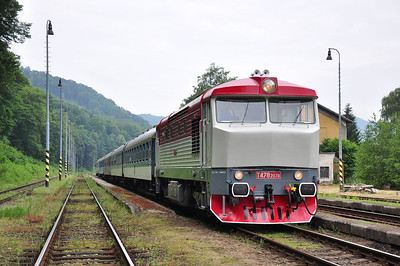 "749240 stands at Benešov nad Ploučnicí with ""Bohemian Borderer"" railtour designated as train Ex102614 as far as Krásná Lípa (05.07.2013)"
