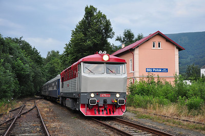 749240 awaiting departure from Bílý Potok pod Smrkem (05.07.2013)