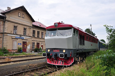 749240 amongst the olde worlde charm of Jindřichovice pod Smrkem station (05.07.2013)