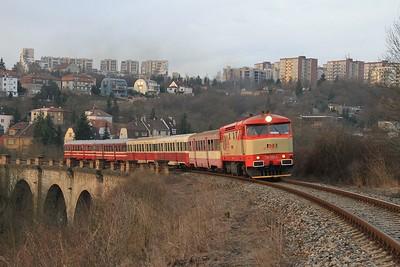 """749 162 climbing between Praha-Smíchov and Praha-Žvahov on the """"Prague Semmering"""" with R125900, 06.52 Praha-Smíchov spol.n - Rudná u Prahy (09.03.2015)."""