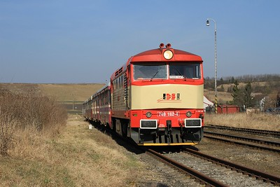 749 162 pauses at Chotĕšov pod Hazmburkem with R6560, 13.19 Čížkovice - Libochovice (09.03.2015).