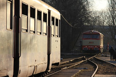 749 162 backing down onto the stock to form R85921, 17.05 Velvary - Kralupy nad Vltavou předměsti (09.03.2015).