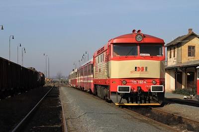 Yet another run round. This time 749 162 stands at Zlonice with R112381, 10.10 Zlonice - Straškov (09.03.2015).