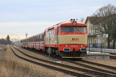 749 162 stands at Rudná u Prahy ready for departure towards Hostivice with R125907, 08.23 Rudná u Prahy - Hostivice (09.03.2015).