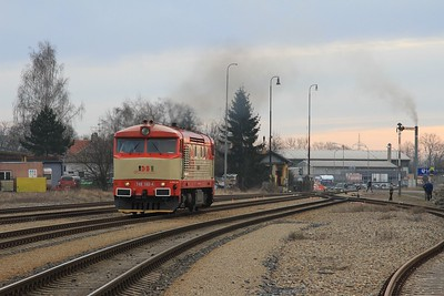 749 162 running round at Rudná u Prahy with the driver giving it the beans (09.03.2015).