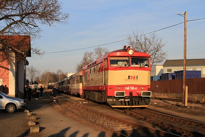 749 162 in the late afternoon sun on R85921, 17.05 Velvary - Kralupy nad Vltavou předměsti (09.03.2015).