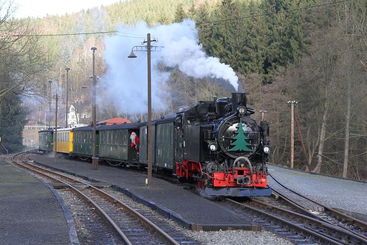 99 1715 complete with Santa arriving at Schmalzgrube with 13:00 Steinbach - Jöhstadt (20.12.2015).