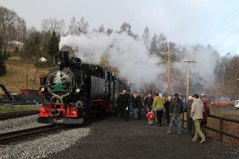 99 1715 stands at Jöhstadt after arrival with 13:00 Steinbach - Jöhstadt (20.12.2015).