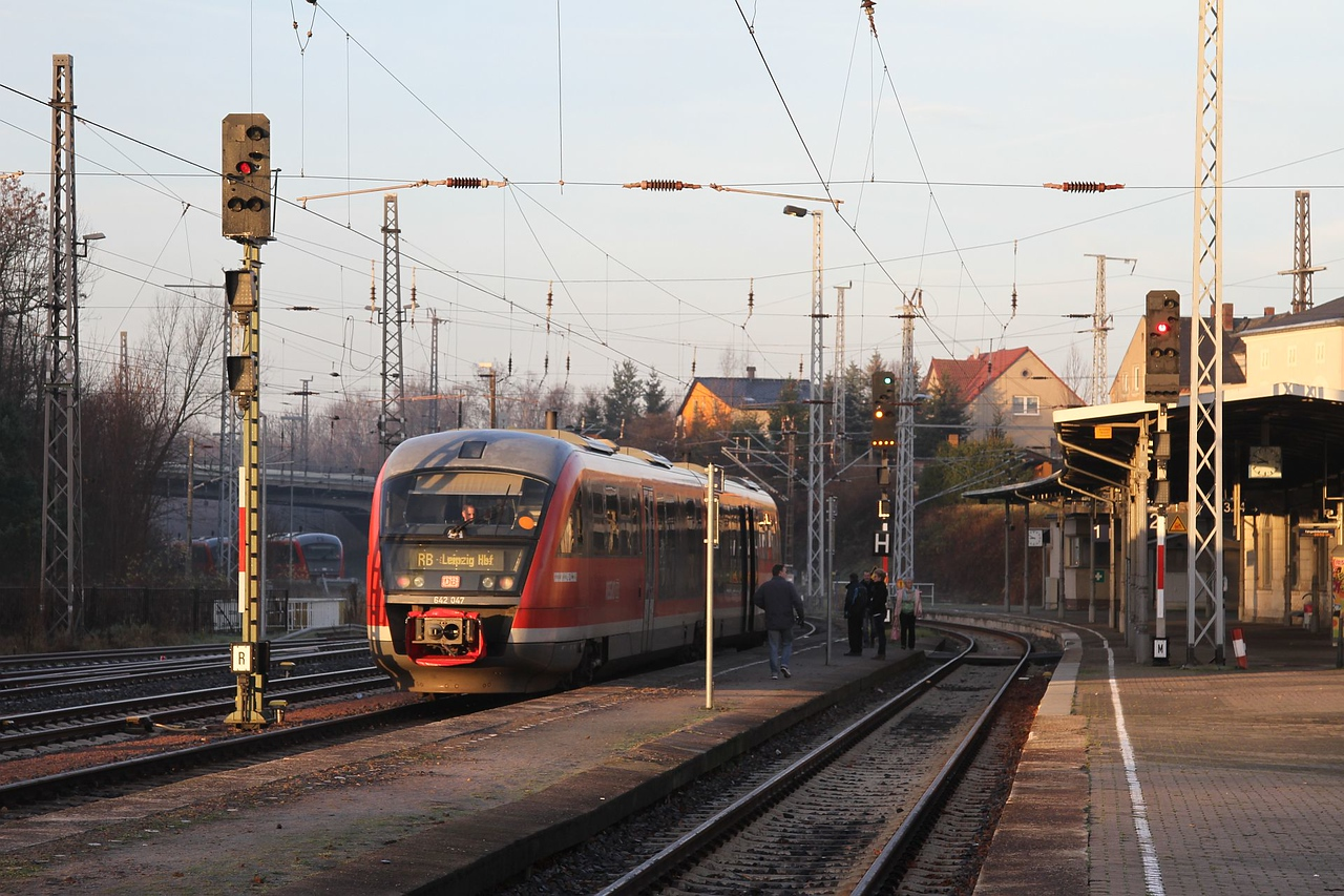 No old DR traction left at Döbeln Hbf these days, just a modern 642 dmu on a local service to Leipzig Hbf. From the last timetable change there is no longer any service from Döbeln to Meissen-Triebischtal (20.12.2015).