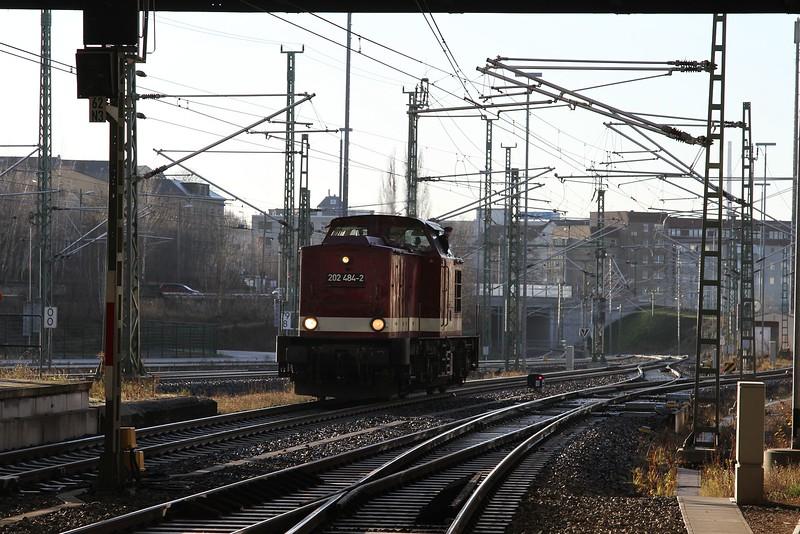 202 484 backing onto a railtour at Chemnitz Hbf (20.12.2015).