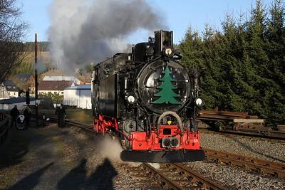99 1715 running round at Steinbach after arrival with 1405 Jöhstadt - Steinbach (20.12.2015).