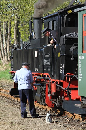 99 1574 receiving some attention from the crew at Oschatz Süd (19.04.2015).