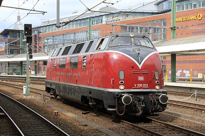 V200 033 in Berlin Hbf after arrival with a private charter from Hamm (Westf) (18.04.2015).