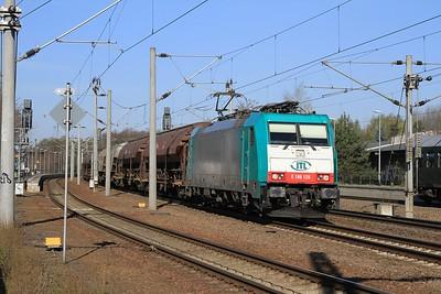 ITL 186 128 speeds a freight through Oschatz towards Dresden (19.04.2015).