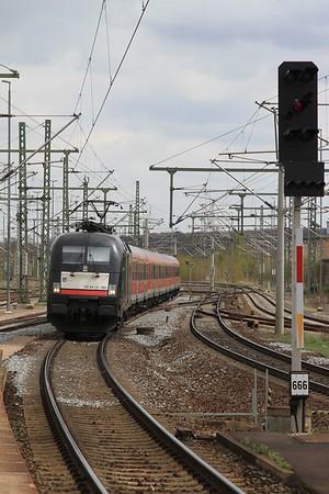 MRCE 182 565 arrives at Weimar with RB16318, 12.23 Halle (Saale) Hbf - Eisenach (17.04.2015).
