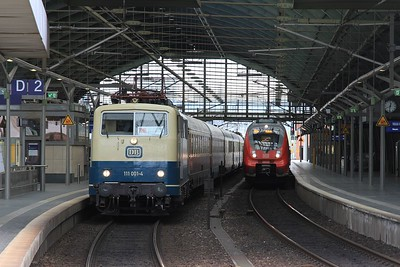 111 001 (with 140 128 on rear) stand in Berlin Hbf after arrival with a charter from Wismar (18.04.2015).