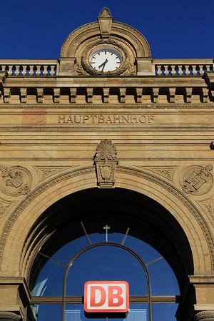 Magdeburg Hbf in the early morning sunshine (18.04.2015).