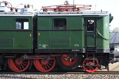 90 year-old E77 10 stands at Oschatz after working a charter from Dresden Hbf (19.04.2015).