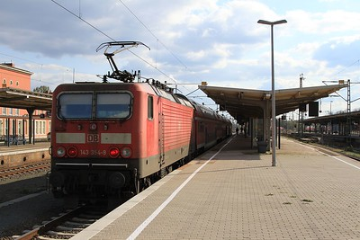 143 354 at Dessau Hbf with RB37867, 16.54 to Halle (Saale) Hbf (18.04.2015).