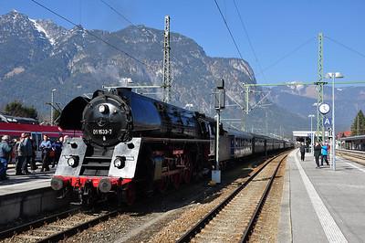 OEGEG's 01 533 hauled the train forward from Augsburg Hbf, seen here at Garmisch-Partenkirchen (08.03.2014)