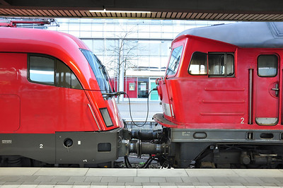 DB 232 209 and ÖBB 1016 025 make unusual companions at the head of EC111, 0800 München Hbf - Klagenfurt Hbf which was diverted via Mühldorf due to bridge work between Traunstein and Freilassing (26-10-2013)