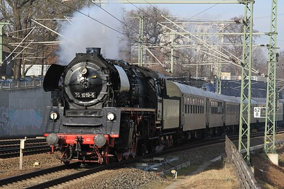 35 1019 arriving at Dresden Hbf with DPE68906/82283, 07.24 Cottbus - Holzhau (21.02.2015).