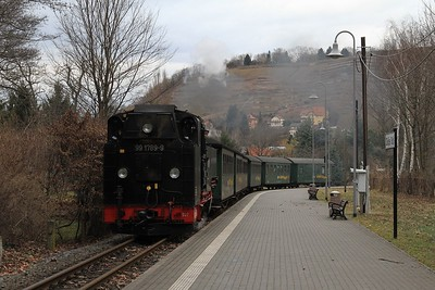 After a brisk 2 km walk to Weißes Roß time to phot 99 1789 rolling into the Bahnhof with P3009, 15.41 Radeburg - Radebeul Ost (21.02.2015).