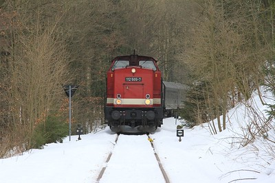 112 565 and tour stock stabled in the headshunt at Holzhau which is all that remains of the former line across the Czech border to Moldava / Moldau (21.02.2015).