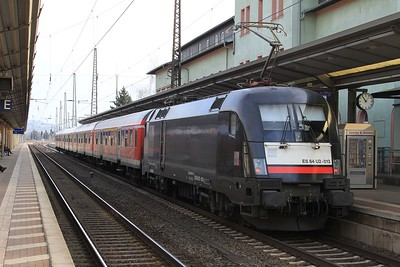 MRCE 182 513 (a.k.a. ES 64 U2 - 013) stands at Naumburg (Saale) Hbf with RB16315, 09.10 Eisenach - Halle (Saale) Hbf (22.02.2015).