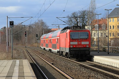 143 947 scurries away from Freiberg (Sachs) with an RE3 service from Dresden Hbf to Hof (21.02.2015).
