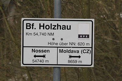 Strangely enough the gen for the line to Moldava is signed at Holzhau although the line has been closed since 1953 (to Moldava) and 1972 (to Hermsdorf-Rehefeld) (21.02.2015).