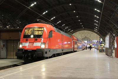 "182 017 stands under the impressive roof at Leipzig Hbf whilst working RE17081, 19.03 Leipzig Hbf - Dresden Hbf (vice 442 ""Hamster"" EMU) (21.02.2015)."