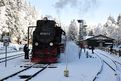 99 7247 with 10:16 Nordhausen Nord - Brocken service pauses at Schierke to take water (25.01.2014)
