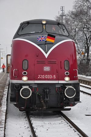 220 033......err V200 033 at Oker proudly displaying the Anglo-German Entente Cordiale of Maybach fans. (25.01.2014)
