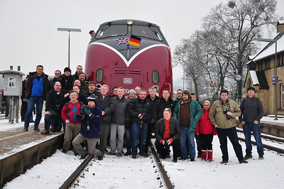 A motley selection of Maybach fans posing at Oker (25.01.2014)