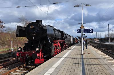 52 4867 at Dieburg with DPE25711, 1258 to Frankfurt Süd (16.02.2014)