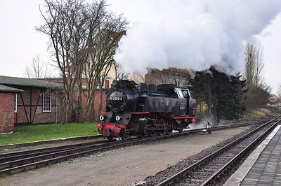 99 2324 running round at Ostseebad Kühlungsborn West (03.02.2014)